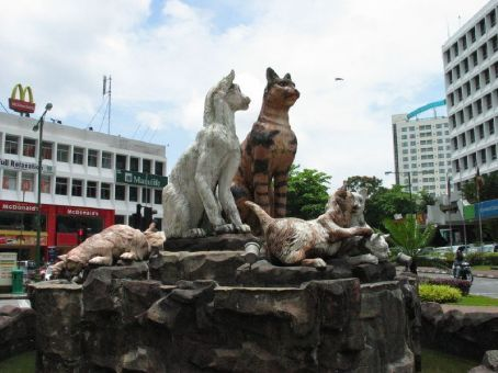 http://aphs.worldnomads.com/all_powered_up/4302/5Kuching_cityofthecats.jpg