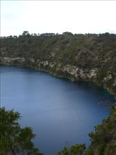 Volcanic lake, Mount Gambier.: by candjmcshane, Views[109]