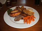 Food - a traditional Sunday pub lunch - roast beef, roast potatoes, yorkshire pudding, parsnips, carrots, gravy & horseraddish sauce: by dannygoesdiving, Views[250]