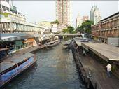 Un autre transport plublic pour contrer le traffic intense de Bangkok!...on debarque vite parce que lui...il arrete pas longtemps!: by emilpeace, Views[64]