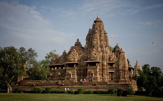 Vishnu temple at Kahjuraho, the temple is also famous for its kamasutra carvings and lush green lawns surrounding it.
