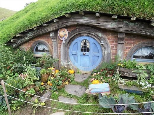A cosy hobbit house and garden hobbiton near matamata new zealand new zealand - Great hobbit home designs ...
