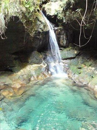The blue pool from les blue et noir piscines dans isalo for Les piscines