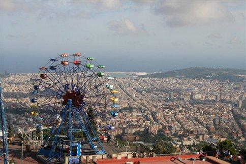 Vista de la ciudad desde el tibidabo tibidabo y club for Hoteles familiares en barcelona ciudad