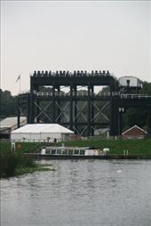 This is a boat lift. It raises and/or lowers narrow boats from the canal to the river - 53 feet or about 17 metres. It has been restored recently: by vacation_practitioners, Views[121]